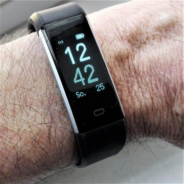 Schrittzähler Armband Mit Pulsmesser Im Test Schrittzähler Test